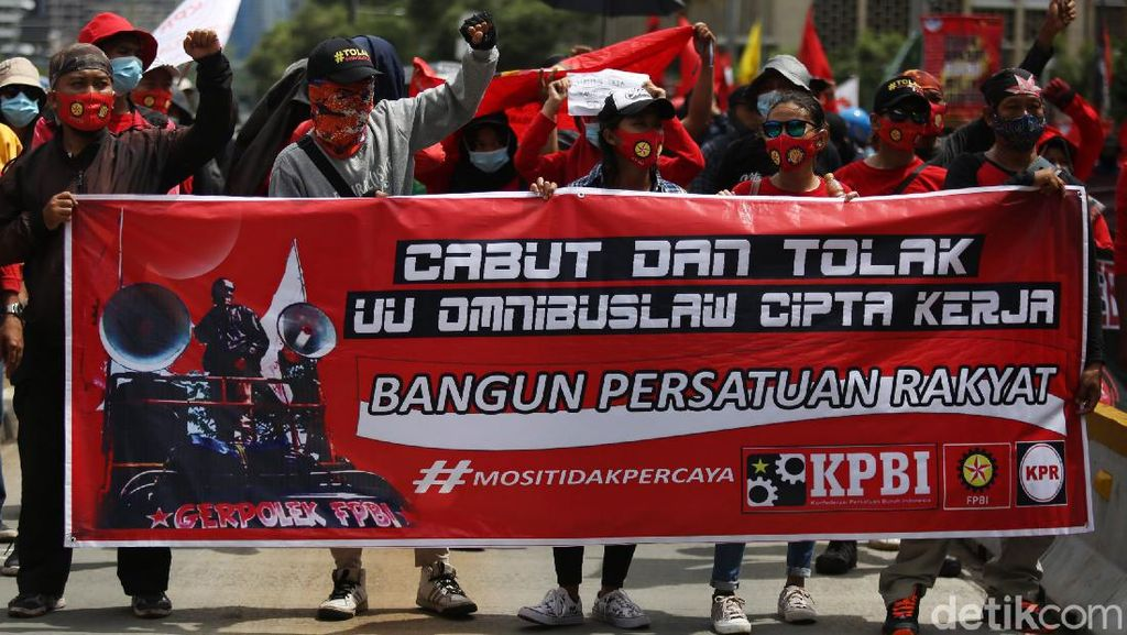 Aksi Massa Buruh Long March ke Patung Kuda