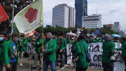 Massa Mahasiswa Merapat ke Patung Kuda Monas, Gabung Demo Buruh