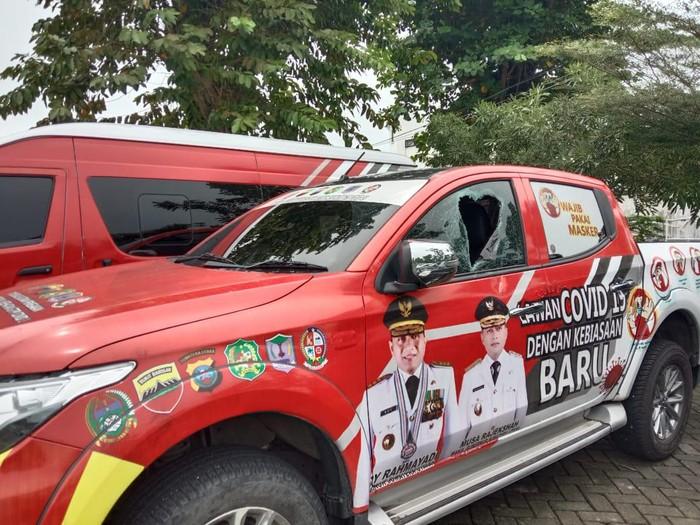 Mobil Satgas COVID-19 yang diduga dirusak saat razia protokol kesehatan di Sumut