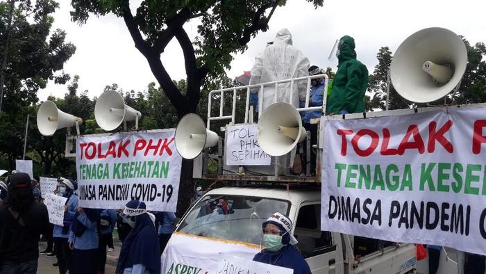 Pekerja Ambulans Dinkes DKI demo tuntut tak ada PHK saat pandemi