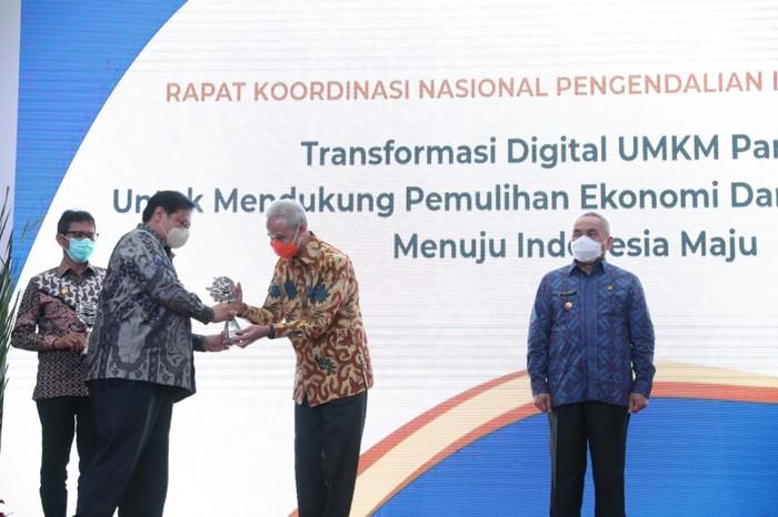 Pemprov Jawa Tengah dinobatkan sebagai provinsi terbaik pengendali inflasi daerah dengan diraihnya penghargaan Tim Pengendali Inflasi Daerah (TPID) Award.