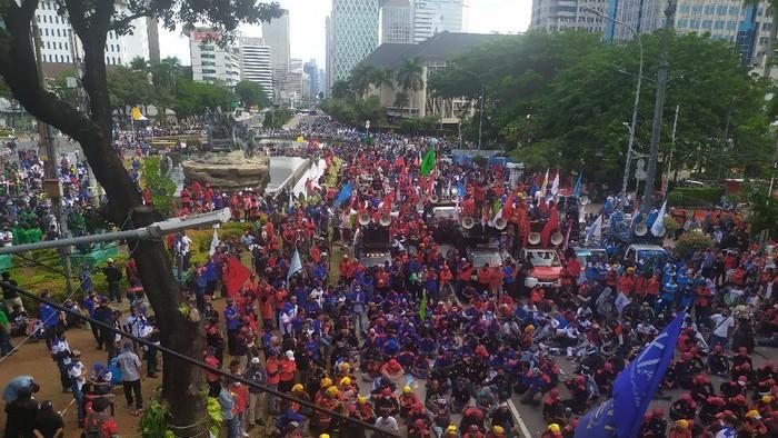 Penampakan Massa Buruh di Patung Kuda Monas Pukul 15.30 WIB (Foto: Luqman/detikcom)