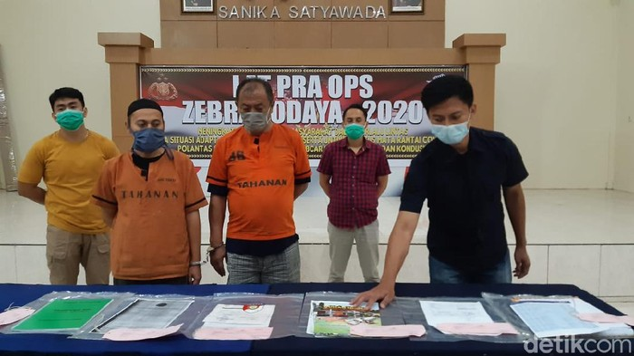 Polisi mengamankan dua pelaku penipuan rumah subsidi di Bandung Barat