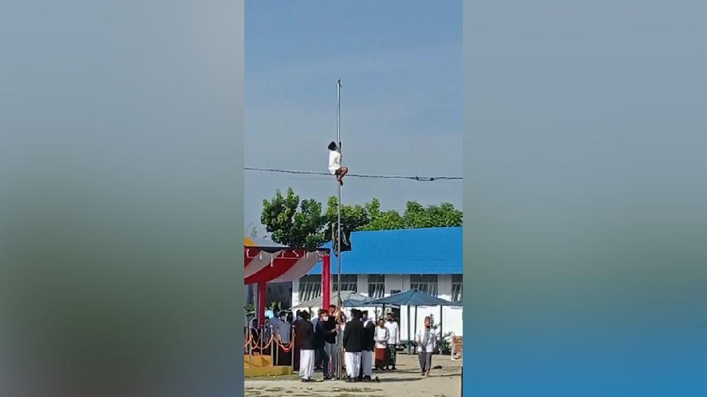 Video Seorang Anak Panjat Tiang Bendera di Tengah Upacara Hari Santri