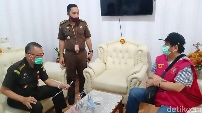 Sunarko, terpidana buron kasus penyimpangan pembangunan konstruksi Bandara Moa, Kabupaten Maluku Barat Daya anggaran 2012 ditangkap di Pekanbaru (dok. Istimewa)