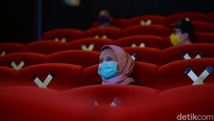 Akhirnya, bioskop di Jakarta kembali diperbolehkan untuk buka. Hal ini sesuai dengan keputusan Pemprov DKI Jakarta untuk kembali melonggarkan PSBB.