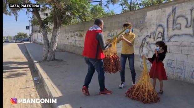 Borong Kurma di Palestina untuk Dibagikan ke Anak-anak