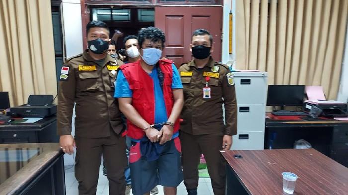 Tim Intelijen Kejaksaan Agung bersama Kejaksaan Tinggi (Kejati) Sumatera Utara menangkap buronan kasus korupsi Boy MF Tampubolon (42).