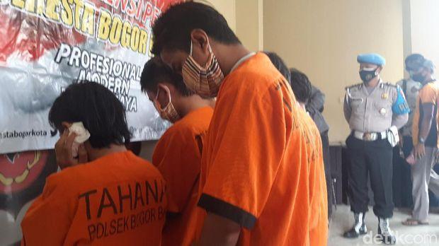 Polisi menangkap 7 remaja terkait kasus gerombolan remaja bercelurit yang menyerang pemukiman warga di Kelurahan Cilendek Barat, Kota Bogor beberapa waktu lalu.