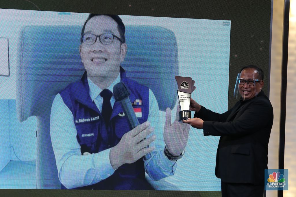 Gubernur Jawa Barat Ridwan Kamil mendapat penghargaan