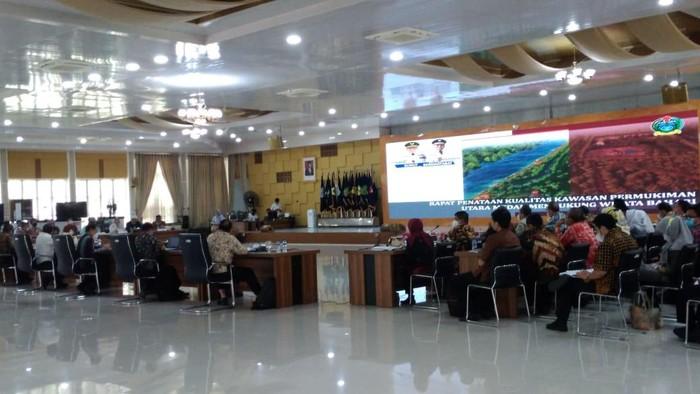 Gubsu Edy Rahmayadi saat rapat penataan kawasan utara Medan (Datuk-detikcom)
