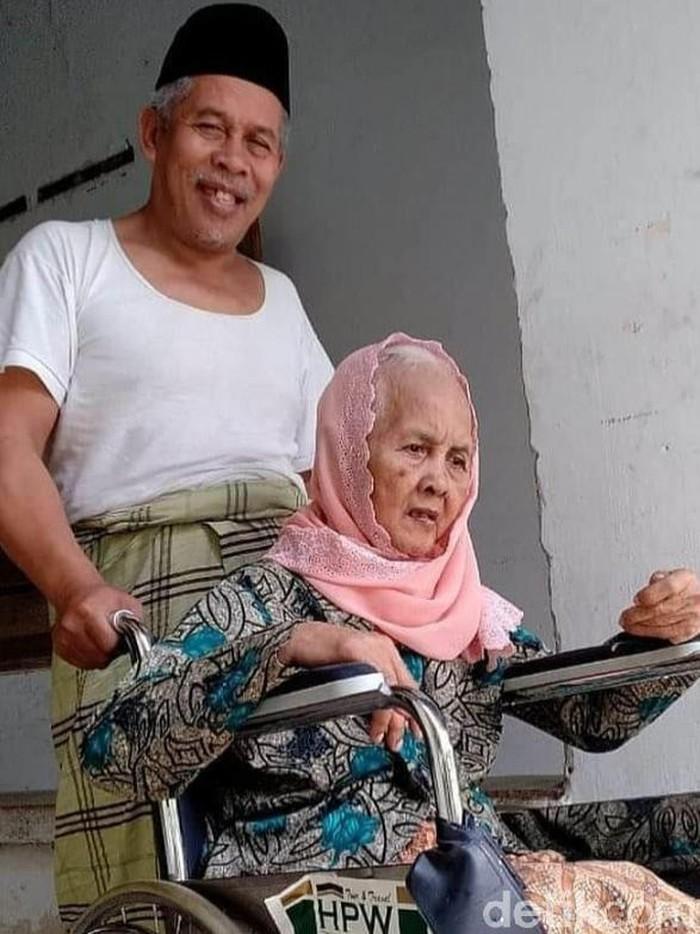 Ibunda Ketua PWNU Jatim Kiai Marzuqi Mustamar Wafat