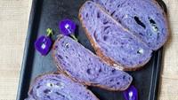 Untuk Donasi Kanker Payudara, Baker Ini Bikin Sourdough Bunga Telang