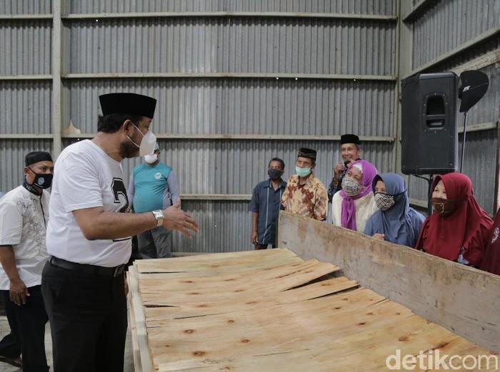 Ipong Kunjungi Pabrik Plywood di Ponorogo