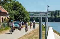 Jalur ini dinamakan La Seine a Velo yang membentang dari Paris ke Le Havre dan Deauville di Normandia.