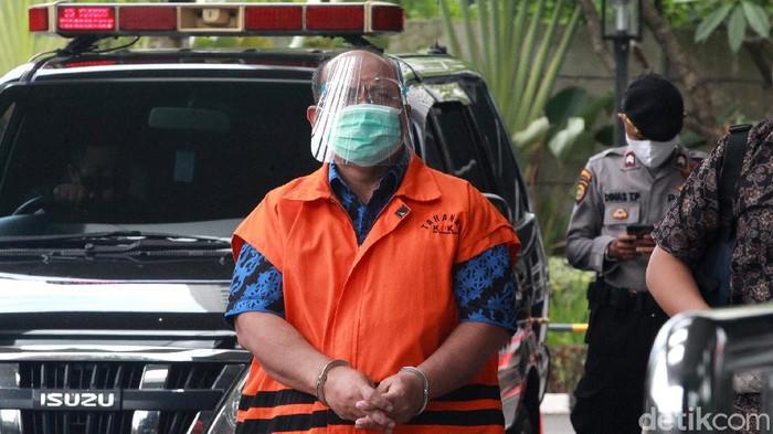 Bupati Kutai Timur Nonaktif Ismunandar kembali diperiksa KPK. Ia diperiksa dalam penyidikan kasus dugaan korupsi pengerjaan infrastruktur di Pemkab Kutai Timur.