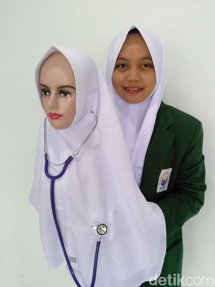 Mahasiswa di Surabaya Ciptakan Kerudung K-Pop untuk Mudahkan Nakes