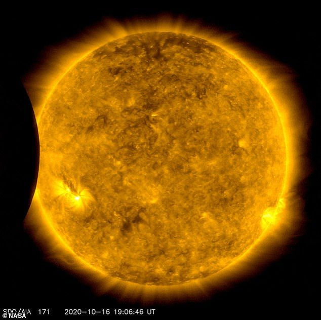 Matahari terhalang bulan