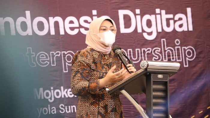Menaker Ida Fauziyah saat peresmian Indonesia Digital Entrepreneurship Summit di Mojokerto, Jawa Timur.