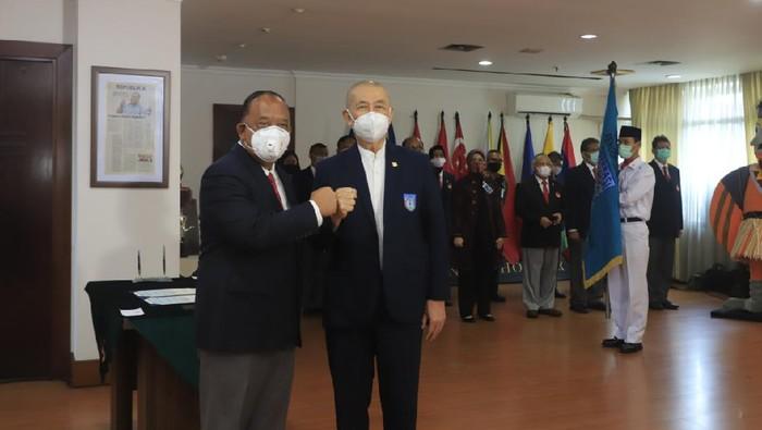 Pelantikan PP Perbasi di kantor KONI Pusat.
