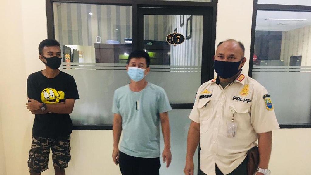 Polisi: Sampah yang Dibuang Pemobil Viral di Kalimalang Sisa Kardus Ultah