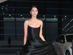 Seo Ye Ji Bergaun Belahan Dada Rendah di Buil Film Awards, Netizen Kasihan
