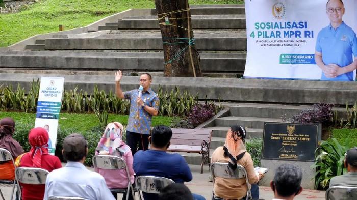 Sosialisasi Empat Pilar MPR RI digelar di Taman Ekspresi Sempur Kota Bogor. Kegiatan tersebut juga digelar dengan terapkan protokol kesehatan.