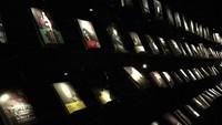 Dengan perpaduan suasana gelap gulita dan diterangi lampu remang-remang, buku-buku terlihat seperti melayang. (Wuguan Books/Instagram)