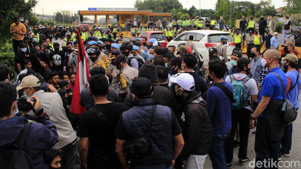Tolak Omnibus Law, Mahasiswa Bandung Blokade Gerbang Tol Pasteur