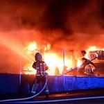 Tujuh Mobil Listrik Tesla Terbakar, Penyebabnya Masih Misteri