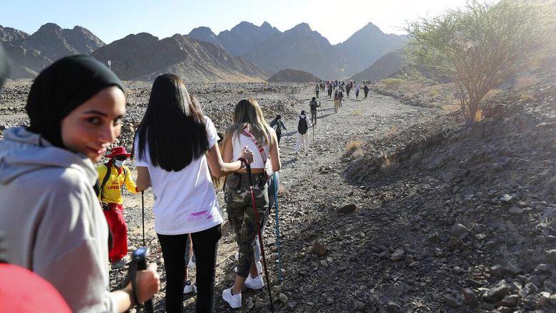 Dewan Olahraga Dubai mengadakan sejumlah acara olahraga untuk komunitas lokal dan internasional. Kali ini rombongan wanita diajak mengayuh kayak di pegunungan.