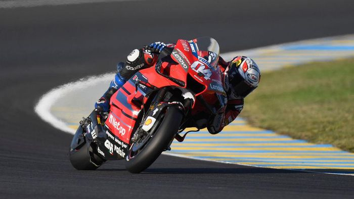 LE MANS, FRANCE - OCTOBER 10: Andrea Dovizioso of Italy and Ducati Team rounds the bend during the MotoGP of France: Qualifying at Bugatti Circuit on October 10, 2020 in Le Mans, France. (Photo by Mirco Lazzari gp/Getty Images)