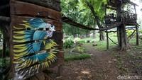Taman tersebut juga dilengkapi dengan rumah pohon lho.