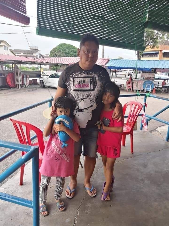 Kisah Ayah Tunggal  Berjuang Jualan Cakwe untuk Hidupi Dua Anaknya