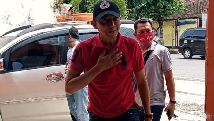 Cabup Klaten Arif Budiyono datangi kantor Bawaslu Klaten, Sabtu (24/10/2020).