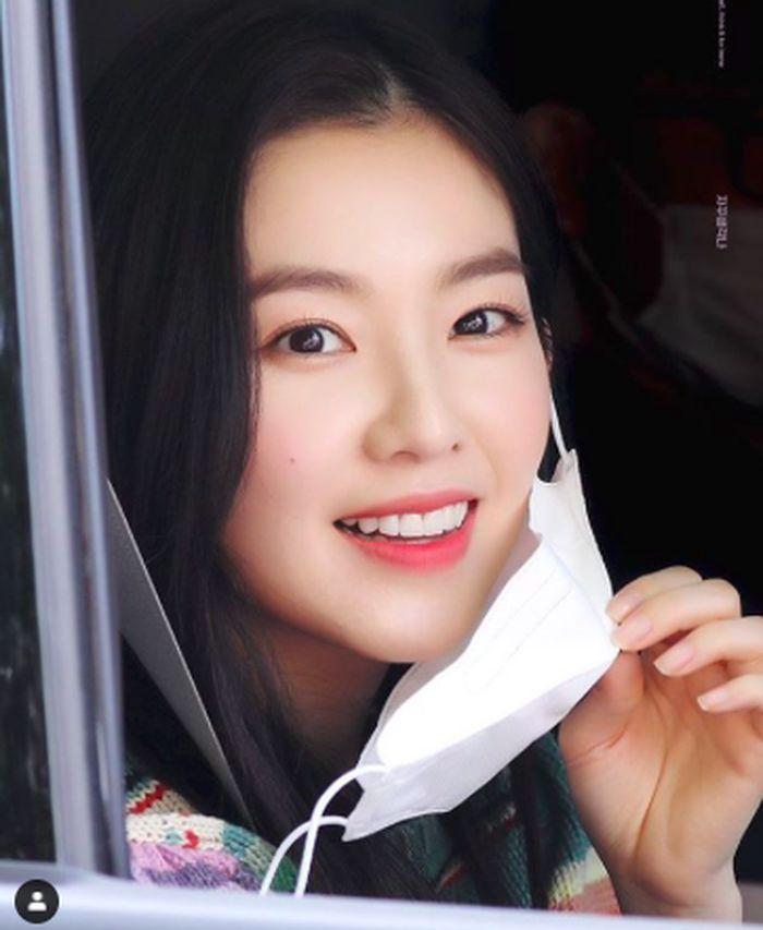 Cantiknya Irene 'Red Velvet' Saat Pose Bersama Minuman Favoritnya