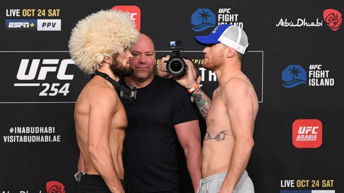 ABU DHABI, UNITED ARAB EMIRATES - OCTOBER 23: In this handout image provided by UFC, (L-R) Opponents Khabib Nurmagomedov of Russia and Justin Gaethje face off during the UFC 254 weigh-in on October 23, 2020 on UFC Fight Island, Abu Dhabi, United Arab Emirates. (Photo by Josh Hedges/Zuffa LLC via Getty Images)
