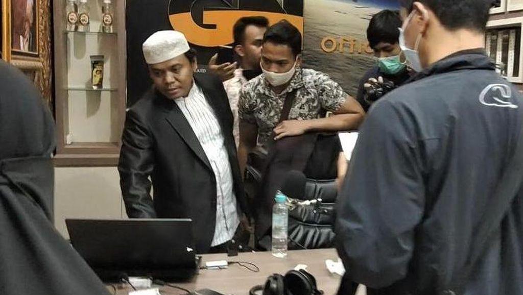 Protes Keras Keluarga soal Penangkapan Gus Nur Saat Tengah Malam