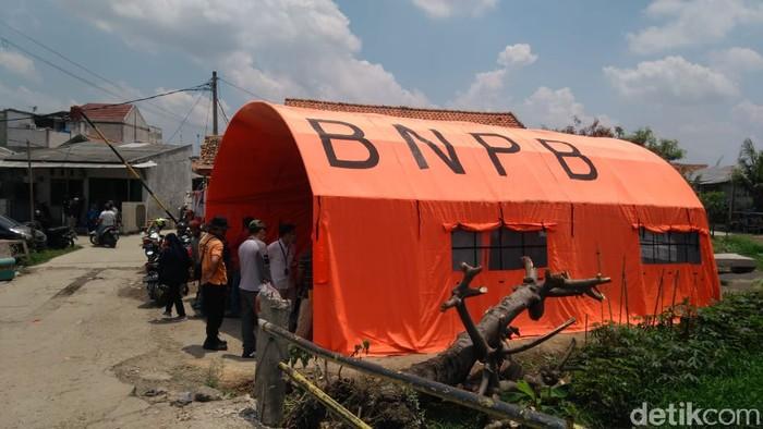 Posko pengungsian BNPB untuk warga korban puting beliung di Bekasi. (Adhyasta Dirgantara)