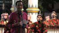 Tampak Sri Sultan Hamengku Buwono X menyampaikan kata sambutan pada acara malam Puncak Festival Karawitan Internasional 2020