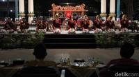 Kelompok karawitan Mabes TNI tampil saat acara puncak Festival Karawitan Mabes TNI 2020 di Pagelaran Keraton Yogyakarta, Yogyakarta, Sabtu (24/10/2020).