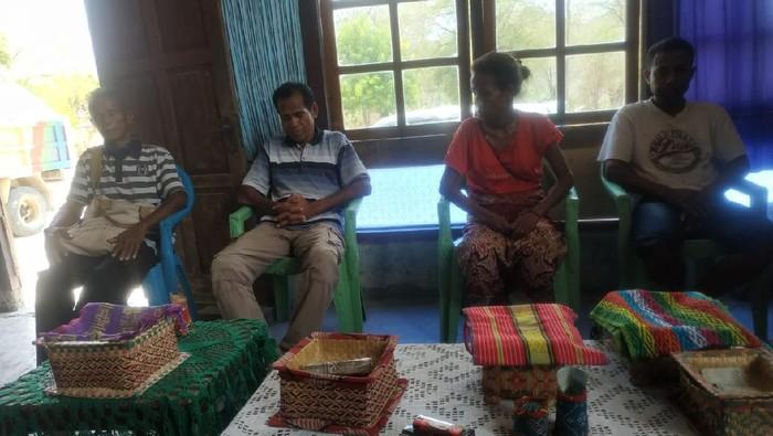 Warga Besipae menghadap Raja Nabuasa menyatakan kesediaannya mengikuti program Pemprov NTT
