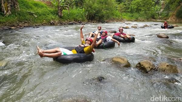 Kondisi trek yang dilalui cukup menantang dan berkelok. Setidaknya ada tujuh jeram yang akan membawa keseruan wisatawan seperti terbawa hanyut aliran sungai.