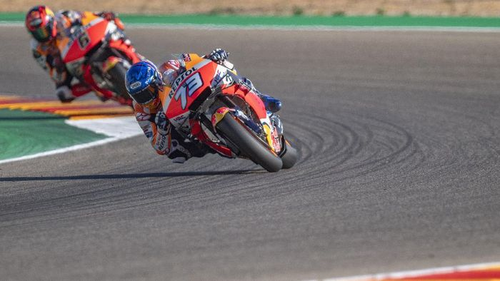 ALCANIZ, SPAIN - OCTOBER 24: Alex Marquez of Spain and Repsol Honda Honda leads the field during the qualifying for the MotoGP of Teruel at Motorland Aragon Circuit on October 24, 2020 in Alcaniz, Spain. (Photo by Mirco Lazzari gp/Getty Images)