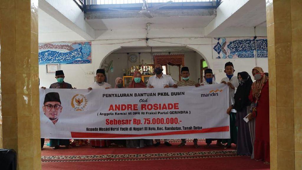 Keliling Tanah Datar, Andre Rosiade Bagi-bagi Bantuan