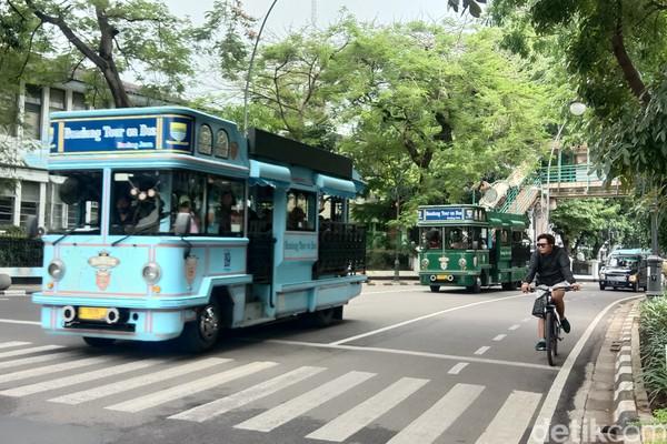 Bandros adalah Bandung Tour On Bus, traveler akan keliling Bandung dengan menggunakan bus.