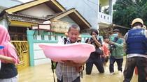 Cerita Warga Villa Jatirasa Bekasi Evakuasi Bayi dari Banjir