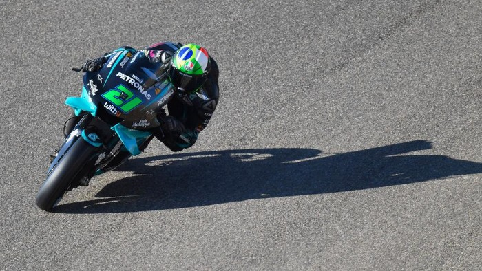 ALCANIZ, SPAIN - OCTOBER 24: Franco Morbidelli of Italy and Petronas Yamaha SRT  rounds the bend during the qualifying for the MotoGP of Teruel at Motorland Aragon Circuit on October 24, 2020 in Alcaniz, Spain. (Photo by Mirco Lazzari gp/Getty Images)