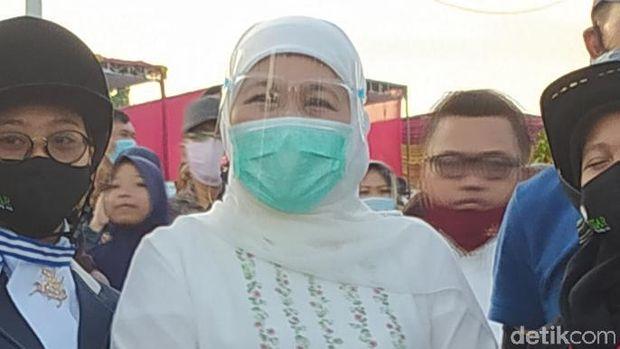 Gubernur Jawa Timur Khofifah Indar Parawansa meminta warga tetap menerapkan protokol kesehatan (prokes). Terutama pada libur panjang ahkir bulan ini.