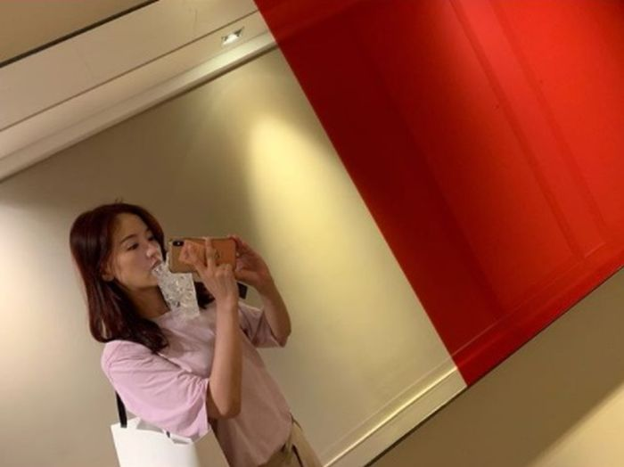 Selain Suzy & Nam Joo Hyuk, Kang Han Na Curi Perhatian di
